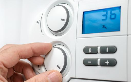 Termostato caldaia: come funziona e come regolarlo per risparmiare in bolletta